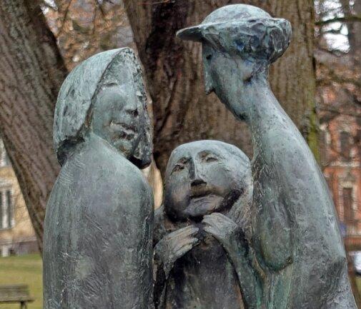 Die Klatschtantengruppe am Lutherpark gehört zu den bekannten Plastiken, die in Plauen sich im öffentlichen Raum präsentieren.