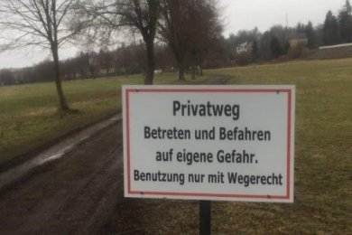 Den Elsterwiesenweg in Oelsnitz dürfen nur Berechtigte nutzen.