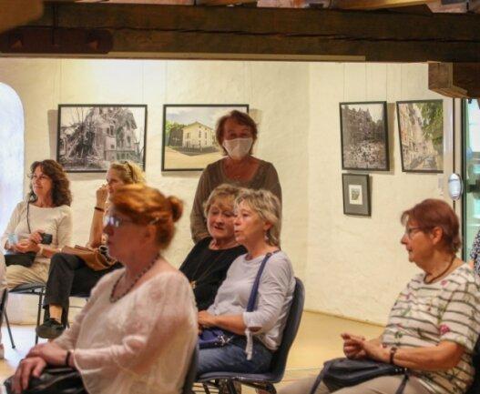 Die Eröffnung der neuen Ausstellung im Plauener Malzhaus war gut besucht.