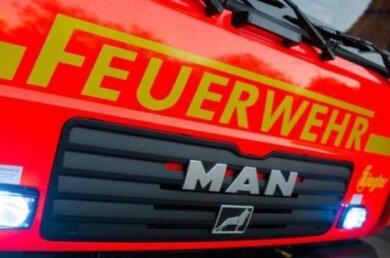 Am Sonntagmorgen gegen 6.40 Uhr sind Einsatzkräfte von Polizei und Feuerwehr in den Döbelner Ortsteil Mochau zu einem brennenden Futtermischwagen ausgerückt.
