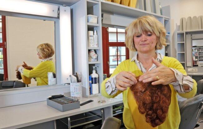 Chefmaskenbildnerin Diana Rohde fühlt sich sehr wohl in den neuen Räumen, die ihre Abteilung nach dem Umbau im Zwickauer Gewandhaus bezogen hat.