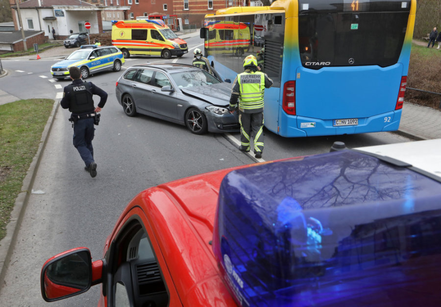 Drei Verletzte bei Unfall mit Linienbus in Hohenstein-Ernstthal