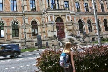 Amtsgericht Zwickau: Die Beteiligten brauchen noch weitere Akten, die zurzeit aber bei der Generalstaatsanwaltschaft liegen.