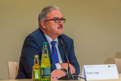 Landrat Frank Vogel hat eine von zwei Impfdosen bereits erhalten. In der Prioritätenlisten stand er aber nicht ganz oben.