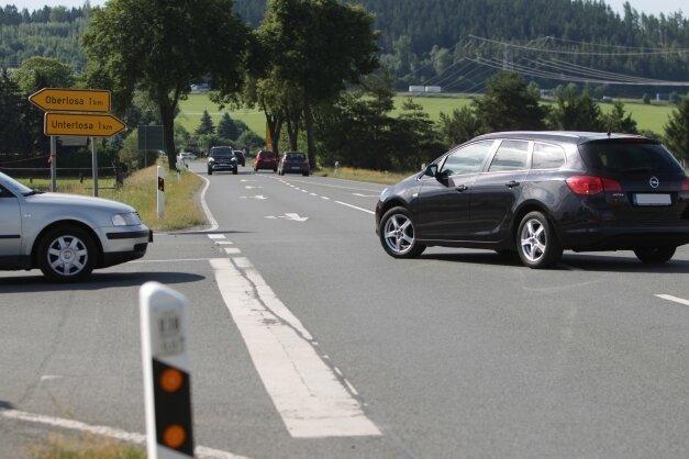 Die Kreuzung der B 92 mit der Verbindung von Ober- nach Unterlosa wird benötigt, doch sie hat es in sich. Eine Lösung muss her.