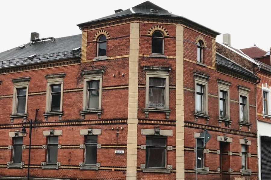 Das Eckhaus Goesmannstraße 9/Schulstraße ist seit langem ein Sorgenkind der Stadt Adorf. Nun hat es einen neuen privaten Besitzer.
