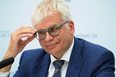 Erst seit Ende 2019 im Amt, aber schon seit einem Jahr einen Nachtragshaushalt mehr als alle vorherigen sächsischen Finanzminister zusammen auf seinem Konto: CDU-Politiker Hartmut Vorjohann.