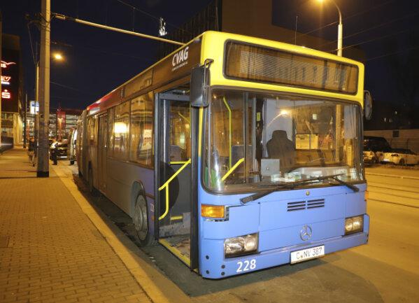Zu einem Busunfall ist es am Mittwochabend in Chemnitz gekommen.
