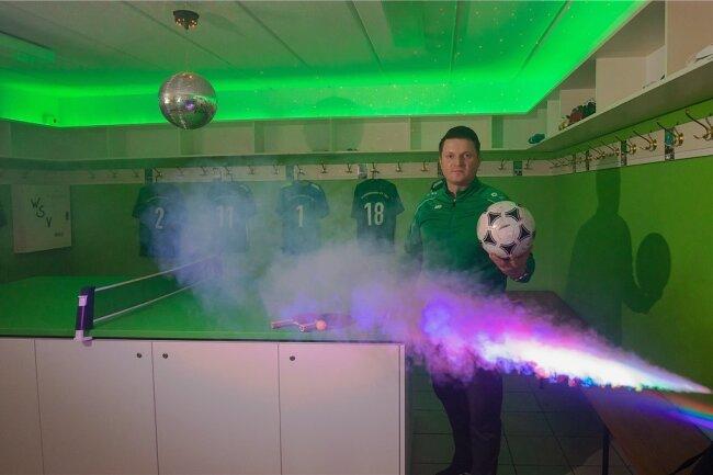 Intiator Jens Hermsdorf präsentiert die technischen Spielereien.
