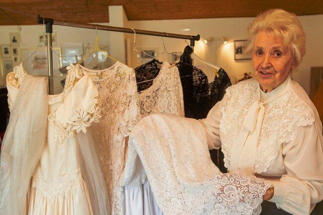 Doris Zacher liebt die schönen Stoffe und eleganten Designs.