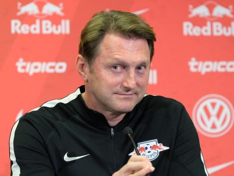 Leipzigs Trainer Ralph Hasenhüttl ist vor der Partie bei den Bayern guter Dinge - den Respekt der Münchner hat sein Team bereits.