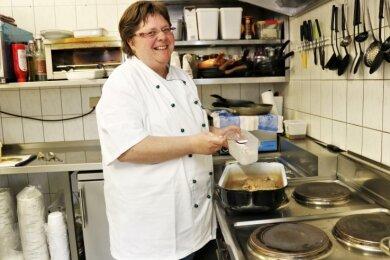 """Claudia Otto, Chefin der Bauernschänke """"Zum Pomselberg"""" Flöha, lässt sich von der derzeitigen Corona-Situation nicht entmutigen."""