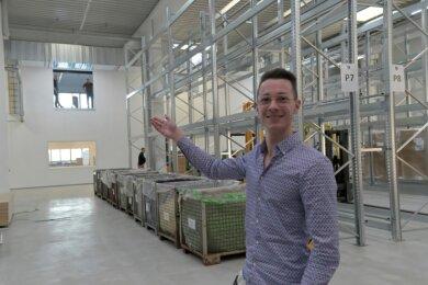 2500 Quadratmeter groß ist die Nutzfläche des teilweise zweigeschossigen Ausbaus bei Wesko - hier im Bild Tim Stüdemann aus dem Bereich Marketing.