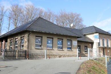 Der Flachbau der Brückenbergschule an der Alten Heerstraße in Schwarzenberg wird bis Schuljahresbeginn 2022/23 saniert.