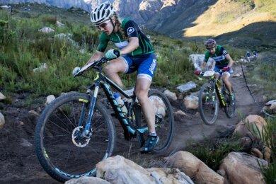 Laura und Sebastian Stark, hier bei der 2019er-Auflage des Absa-Cape-Epic-Mountain-Bikerennens in Südafrika, nutzten ihre Erfahrung: Das Ehepaar gewann beim EBM die Rennen über 96 Kilometer.