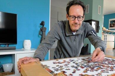 Eine Frage der Geduld: In der Pandemie hat Geophysiker Ralph-Uwe Börner aus Freiberg angefangen zu puzzeln. Die Coronapolitik strapaziert seine Nerven deutlich mehr als die Suche nach einem Puzzleteil.