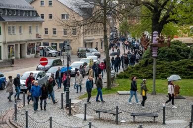 Mehrere hundert Menschen versammelten sich in Olbernhau...