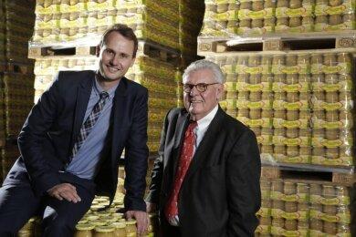 """Werner Deharde und sein Sohn Maximilian (links) stehen für Produkte mit dem Markennamen """"Lausitzer"""". Nun übernehmen Sie den Geschäftsbetrieb von BWF im Vogtland."""