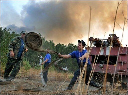 """Der Präsident des Umweltbundesamtes (UBA), Jochen Flasbarth, geht davon aus, dass sich die Menschheit auf weitere extreme Wetterereignisse wie das Hochwasser in Pakistan oder die Brände in Russland einstellen muss. """"Mit wachsender Erwärmung ist auch mit der Zunahme von extremen Wetterereignissen zu rechnen"""", sagte Flasbarth."""