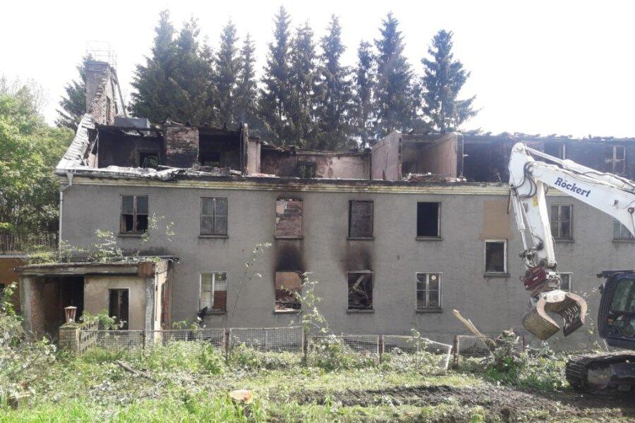 Brand in leerstehendem Gebäude in Johanngeorgenstadt: Polizei ermittelt
