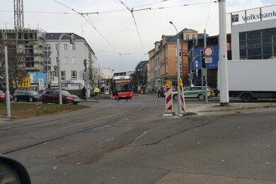 Am Freitag sind in Zwickau auf der Kreuzung Bahnhofstraße/Humboldtstraße ein Bus und ein Pkw zusammengestoßen.