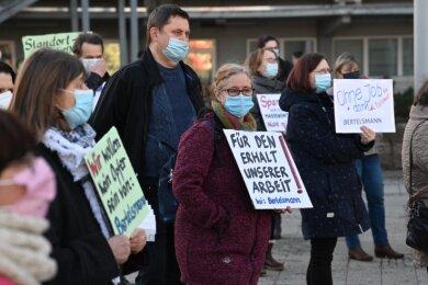 Mitarbeiterprotest gegen die geplante Schließung des Majorel-Standorts Chemnitz vorm Callcenter an der Zentralhaltestelle.
