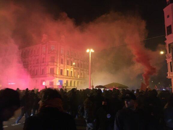Pyrotechnik wurde im Demo-Zug gezündet.