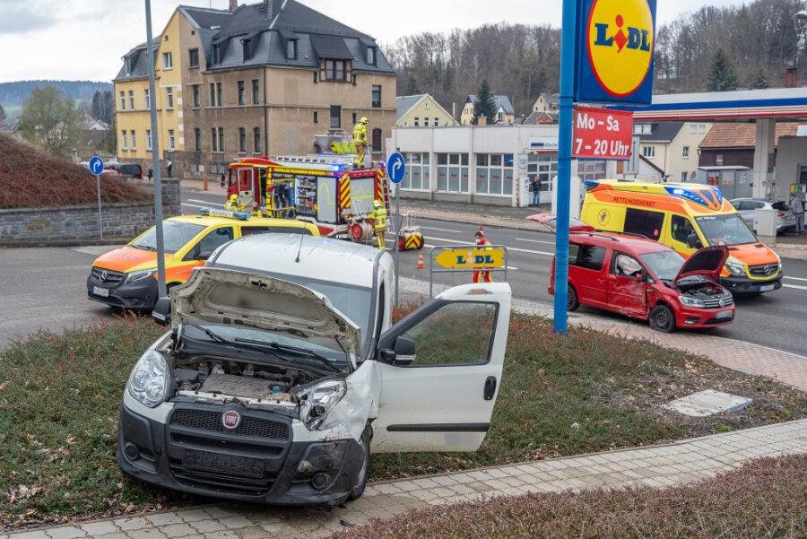Unfall in Rodewisch: Behinderungen auf Lengenfelder Straße