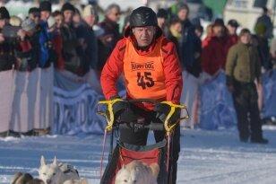 Mit seinem Zwölfergespann Siberian Huskies ging Weltmeister Karsten Neubert in Nassau an den Start.