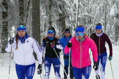 Familie Prezewowsky aus Neuhausen gehörte zu den ersten Teilnehmern des 98. Schwarzenberglaufs. Die Töchter Leonie, Laura und Luca Marie marschierten am Samstagvormittag vornweg, doch auch ihre Eltern Susanne und Marcel waren in der Loipe flott unterwegs.
