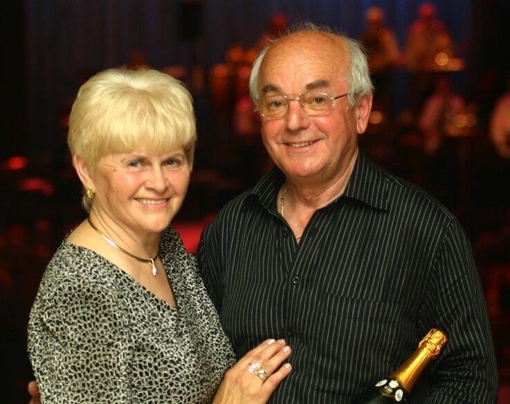 """<p class=""""artikelinhalt"""">Dieter Müller war mit seiner Frau Karin aus Kanada zum Auftritt der Club-Band gekommen. </p>"""
