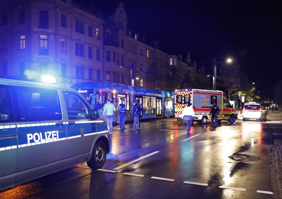 18-Jährige wird von Straßenbahn erfasst
