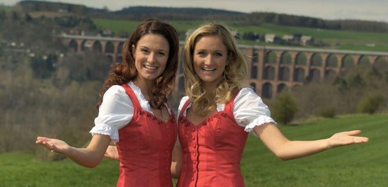 """<p class=""""artikelinhalt"""">Mal ganz ohne Fans und Blitzlichtgewitter. Sigrid und Marina am Montag in Obermylau. </p>"""