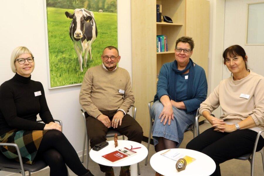 Sylva Wengler, Dr. Steffen Glathe, Uta Weitzel und Kathlen Katzer (von links) betreuen in der neuen psychoonkologischen Ambulanz in Glauchau Krebspatienten mit vielfältigen Therapieangeboten.
