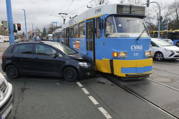 Verkehrsbehinderung durch Straßenbahnunfall