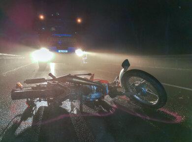 Eine Simson-Besatzung wurde am Sonntag bei einem Unfall schwer verletzt.