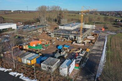Der Gebäudekomplex für die neue Straßenmeisterei im Gewerbegebiet Langenhessen nimmt Konturen an.