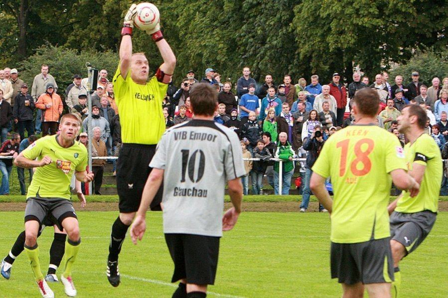 Tomasz Kos und Enrico Kern (von rechts) haben mit Erzgebirge Aue 2010 in Glauchau 13:1 gewonnen. Auch am Samstag hofft der 45-Jährige Kern auf einen Sieg gegen den VfB Empor.