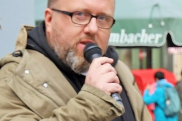 Marcus Poschlod bei seinemVersuch, mit Gesang Geld zu verdienen.