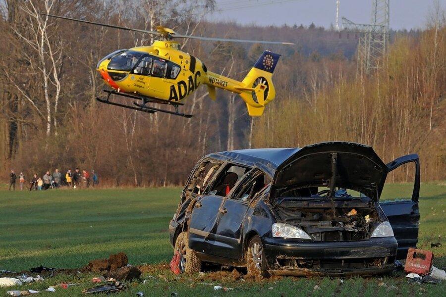 Bei dem Unfall auf der A 4 am Dienstagabend kam auch der Rettungshubschrauber im Einsatz.