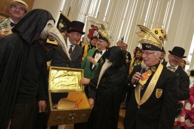 Gibt es dieses Jahr am 11.11. einen traditionellen Rathaussturm in Plauen oder macht Corona den Narren einen Strich durch die Rechnung?