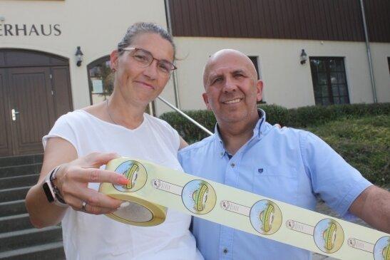 Diana und João Grincho wollen in Taura eine Nudelmanufaktur eröffnen. Die Etiketten für einige Produkte sind schon gedruckt.