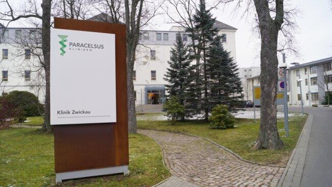 Paracelsus beschäftigt bundesweit 4500 Mitarbeiter. Die Klinik in Zwickau (im Bild) hat 440 Beschäftigte, am Doppelstandort Adorf/Schöneck sind es 490 Mitarbeiter, in Reichenbach 336.