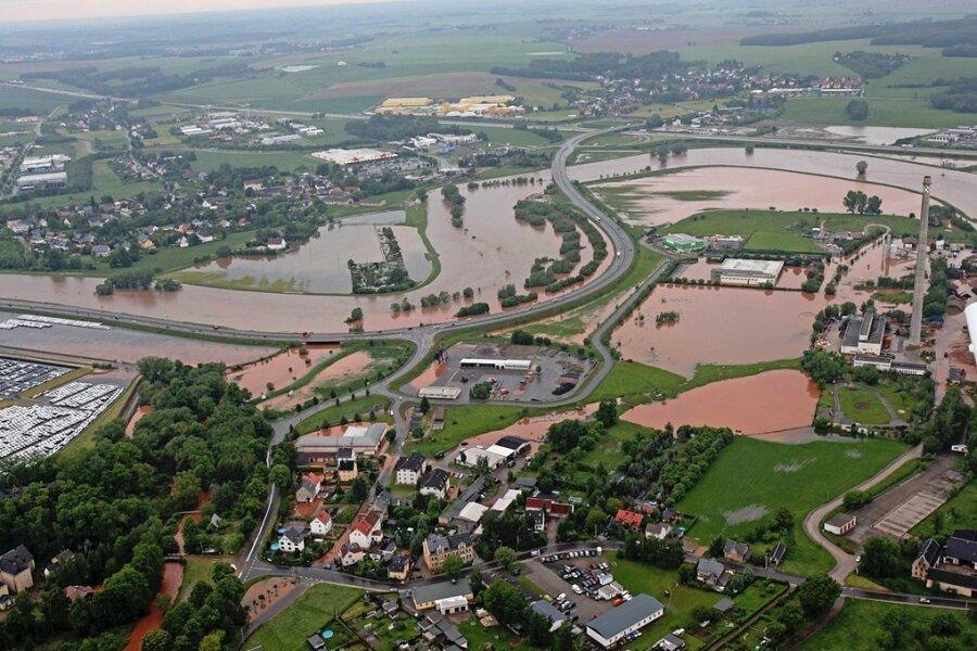 Die Luftaufnahme aus dem Jahr 2013 zeigt, wie sich das Wasser bei Jerisau und Reinholdshain ausgebreitet hat.