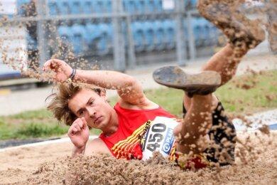 Genau 15,01 Meter standen für Dreispringer Tim Kuhn bei der Deutschen Jugendmeisterschaft in Heilbronn zu Buche. Damit erfüllte sich der Zwickauer einen großen Traum. Künftig spielt der Sport in seinem Leben eine kleinere Rolle.