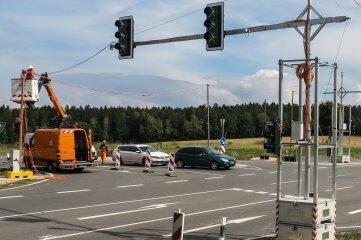 An der Kreuzung auf der Weißbacher Kuppe bei Schneeberg steht nun diese neue Ampel.