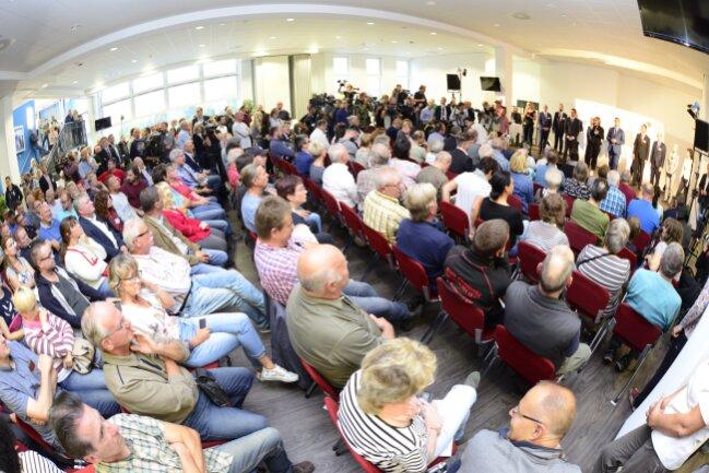 Für mehr als 500 Menschen besteht die Chance zum Gespräch mit der Staatsregierung.