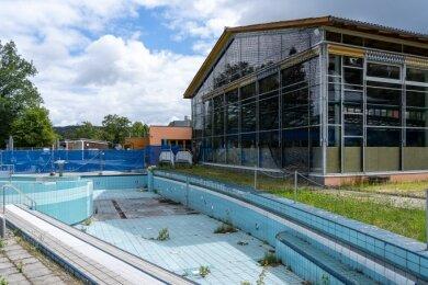 Nicht nur die Schwimmhalle im Waldbad Brunn ist geschlossen, auch Außenbereiche wie das Variobecken müssen saniert werden. Mit Fördermitteln könnte das in Angriff genommen werden.
