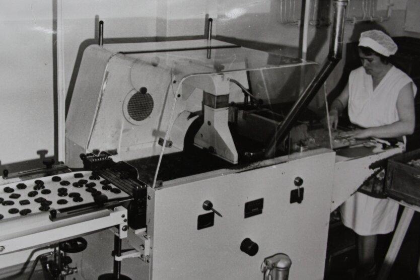 Dieses Foto aus der Produktion bei Hansa Keks in Brand-Erbisdorf stammt aus dem Fundus des Museums der Stadt. Die Fabrik stand an der Zuger Straße - heute befindet sich auf dem Areal ein Edeka-Markt.