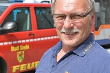 Der Saydaer Wehrleiter, Brandmeister Frank Mielack, hatte die Bewohner von Friedebach und Ullersdorf auf Wunsch mit dem Transporter der Feuerwehr zum Impftermin abgeholt und wieder nach Hause gefahren.